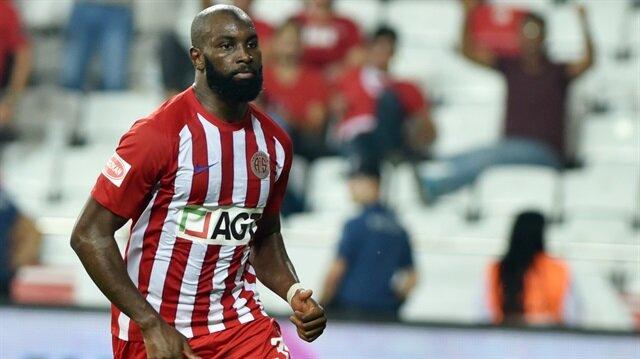 Doukara bu sezon çıktığı 7 maçta 2 gol atarken 2 de asist yaptı.