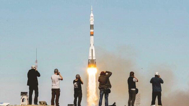 Rusya kaza sonrasında mürettebat taşıyan roketlerin faaliyetlerini durdurduğunu açıkladı.