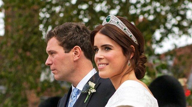 Prenses Eugenie ve Jack Brooksbank  düğünü İngiltere sokaklarında sevinçle karşılandı.
