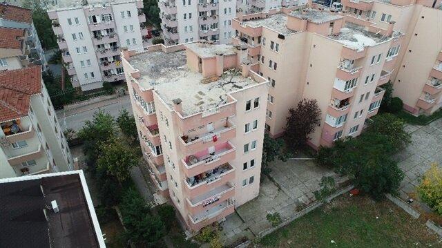 Çökme tehlikesiyle tahliye edilen 6 katlı apartman havadan görüntülendi.