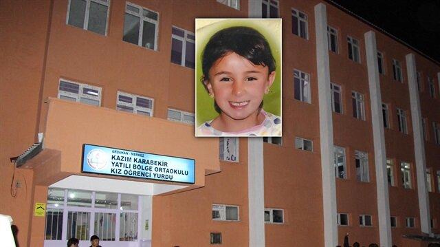 5. sınıf öğrencisi Zerrin Koç yurtta üzerine düşen dolap nedeniyle hayatını kaybetti.