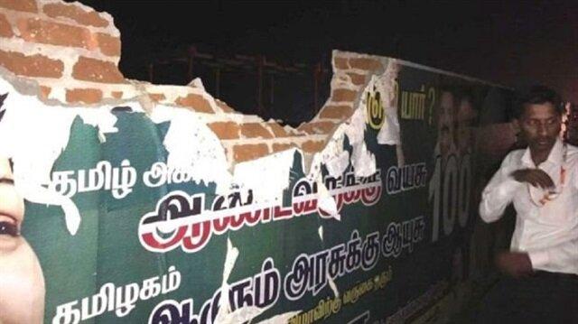 Hindistan'da yolcu uçağı kalkış sırasında havalimanının duvarını yıktı