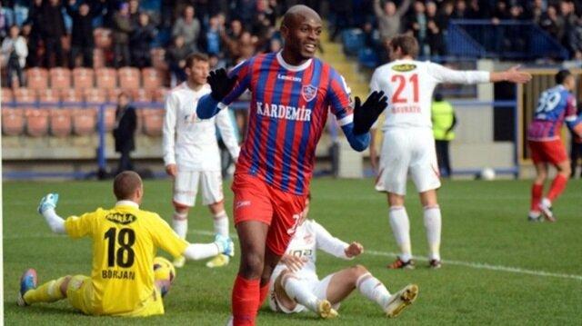 Shelton, Karabükspor formasıyla çıktığı 40 maçta 10 gol atarken 9 da asist kaydetmişti.