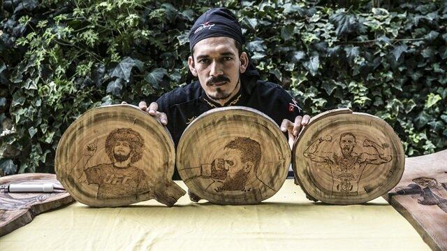 Aşçı Halil Bozkurt, atıl durumdaki tahta parçalarını, Habib'in zaferini işleyerek değerlendirdi.