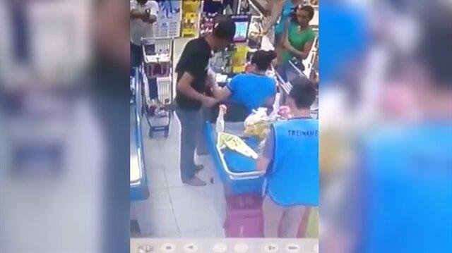Bıçaklı soyguncuyu silahlı müşteri etkisiz hale getirdi
