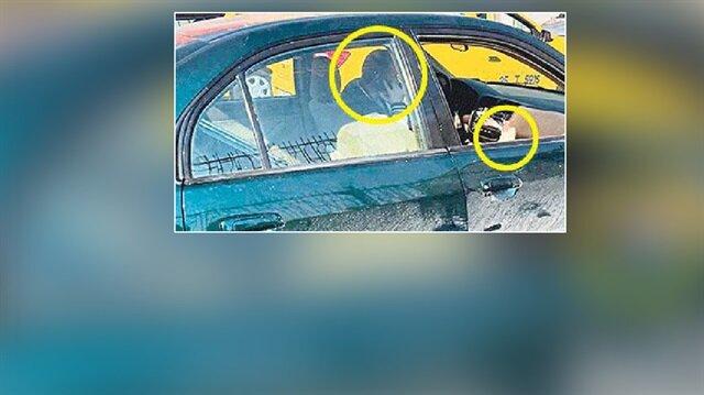 Ayağı alçıda olmasına rağmen trafikte araç kullanan şoför kameralara yansıdı.