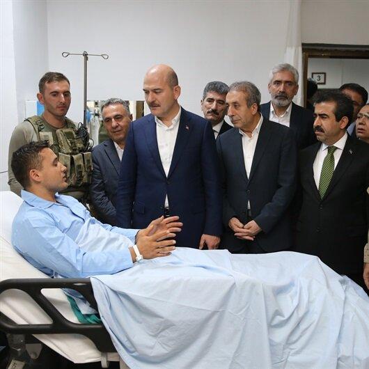 Bakan Soylu yaralı askerleri ziyaret etti