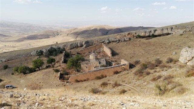 Boşaltılan köyün tarihi yok oluyor