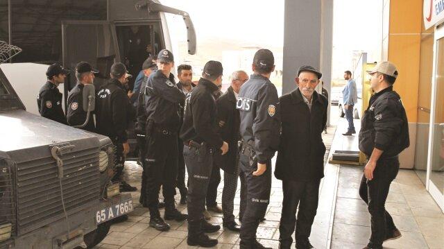 Van merkezli 6 ilde terör örgütü PKK/KCK'ya yönelik operasyonda gözaltına alınan 40 kişinin emniyetteki işlemleri tamamlandı.