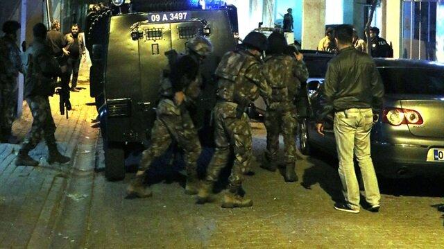 Polis ekipleri, şüphelinin saklandığı inşaata operasyon düzenledi.