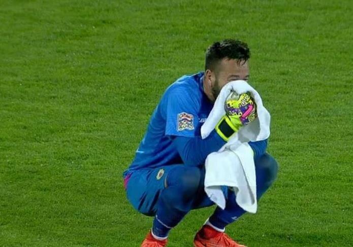 Maç sonu Cebelitarık'ta bazı futbolcular gözyaşlarını tutamadı.