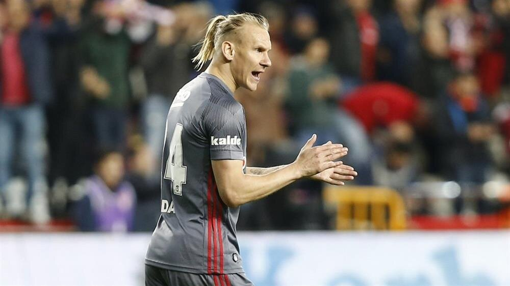 Vida, Beşiktaş formasıyla çıktığı 28 maçta 1 gol kaydetti.