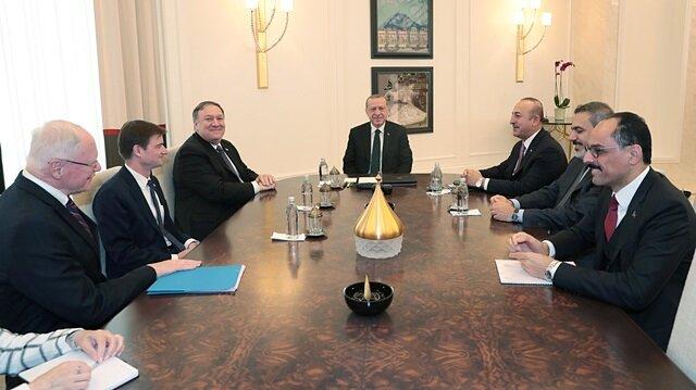 Turkish President Recep Tayyip Erdoğan meets with U.S. Secretary of State Mike Pompeo at Esenboğa International Airport in Ankara, Turkey November 17, 2018.