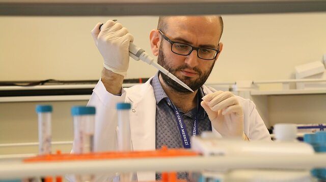 ODTÜ Moleküler Biyoloji ve Genetik Bölümü'nden 2005 yılında mezun olan Doç. Dr. Can Küçük, doktora çalışmaları için gittiği ABD'de lenfoma konusunda çalışmalar yaptı.