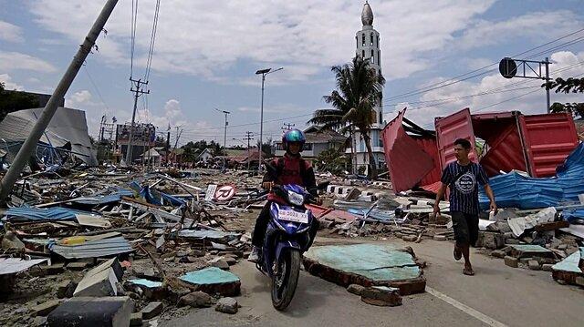 Endonezya 5,7 ile sarsıldı
