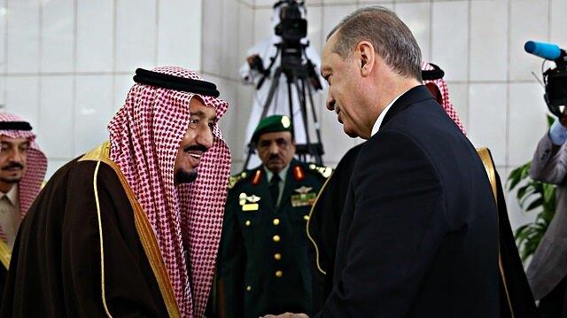 Cumhurbaşkanı Erdoğan, geçtiğimiz şubat ayındaki Suudi Arabistan ziyaretinde Kral Selman tarafından Yemame Sarayı'nda resmi törenle karşılanmıştı.