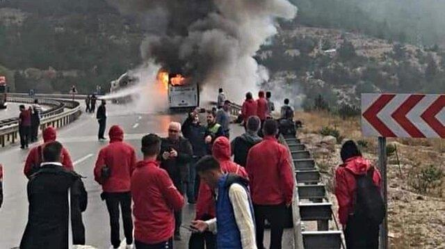 Deplasmana giderken otobüsleri yandı