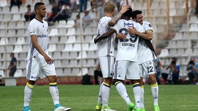 Emenike Fenerbahçeli oyuncuları uyardı