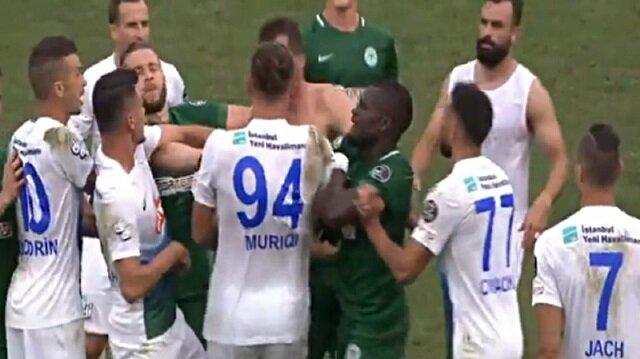 Rizespor-Konyaspor maçında olay: Yumruk attı kırmızı kart gördü