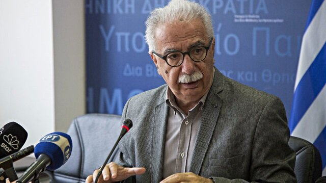 Yunanistan'da liseliler Eğitim Bakanı Gavroglu'nun makamını bastı