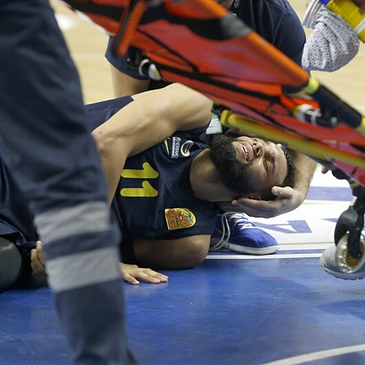 Fenerbahçeli Ennis'in ayağı kırıldı