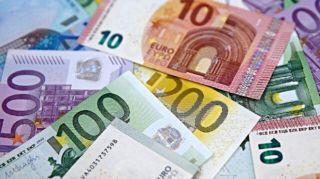 EU revises up Italy 2017 deficit to 2.4 pct, debt slightly down