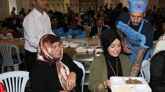 Trazonspor taraftarı böylesini görmedi: Garsonluklarını Sosa yaptı