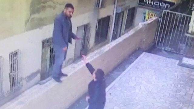 Yakınını arama bahanesiyle engelli çocuğun telefonunu alıp kaçtı!