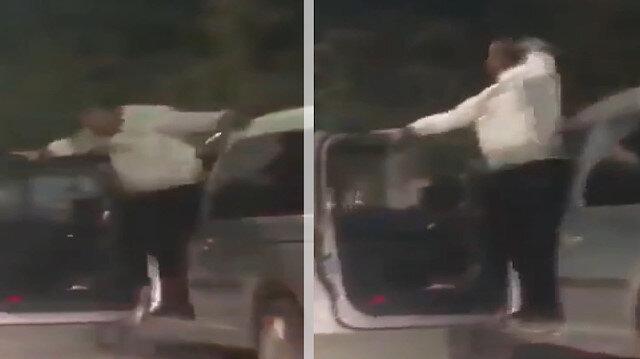 Seyir halindeki aracının kapısında dans eden adam pes dedirtti