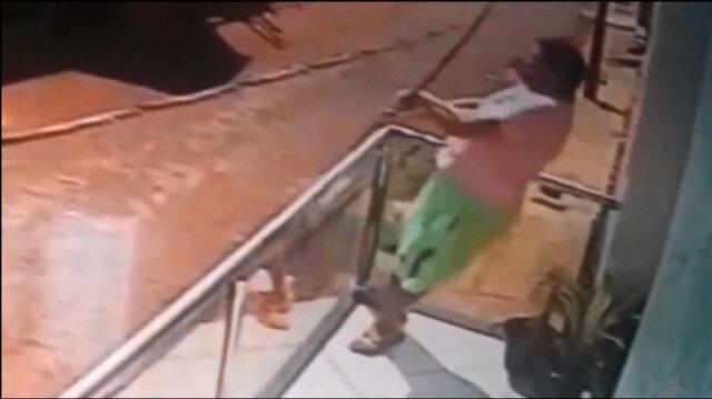 Elektrik akımına kapılan adamın ölüm anı kamerada (+18)