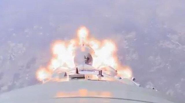 Soyuz roketinin arızalanma anına ait görüntüler
