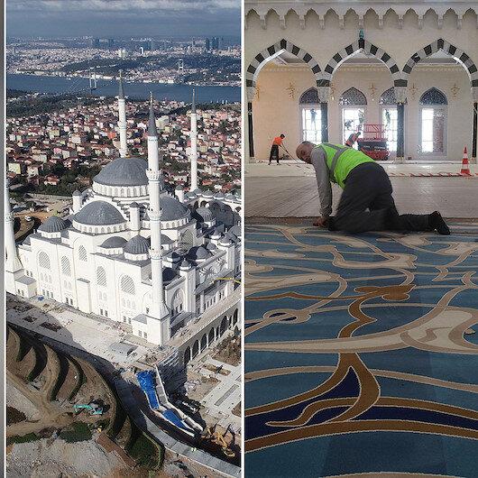 Çamlıca Camisi'nin halıları serilmeye başlandı