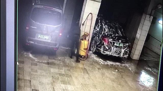 Suudi Arabistan Başkonsolosluğu'na ait araçlar temizlenirken güvenlik kamerasına takıldı.