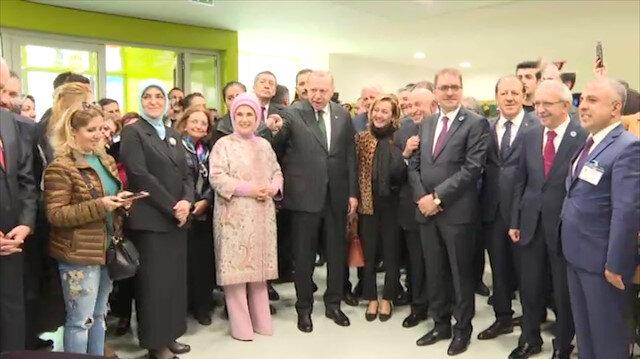 Erdoğan özel çocuklarla birlikte şarkı söyledi