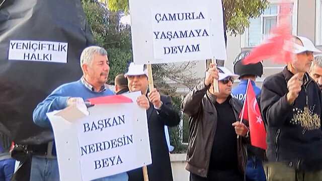 CHP'li belediyeye vatandaştan siyah çelenkli protesto