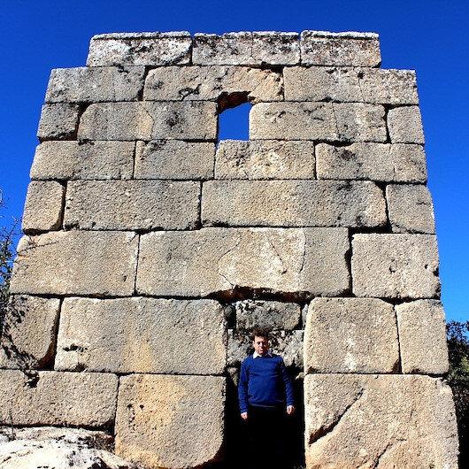 Askeri gözetleme kulesinde Herakles'in kabartması bulundu