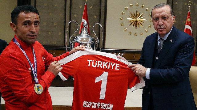 Erdoğan'dan Osman Çakmak'a: Kaptanımız sen üzülme
