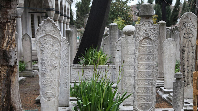 Tarihi mezar taşlarını yurt dışına sattılar