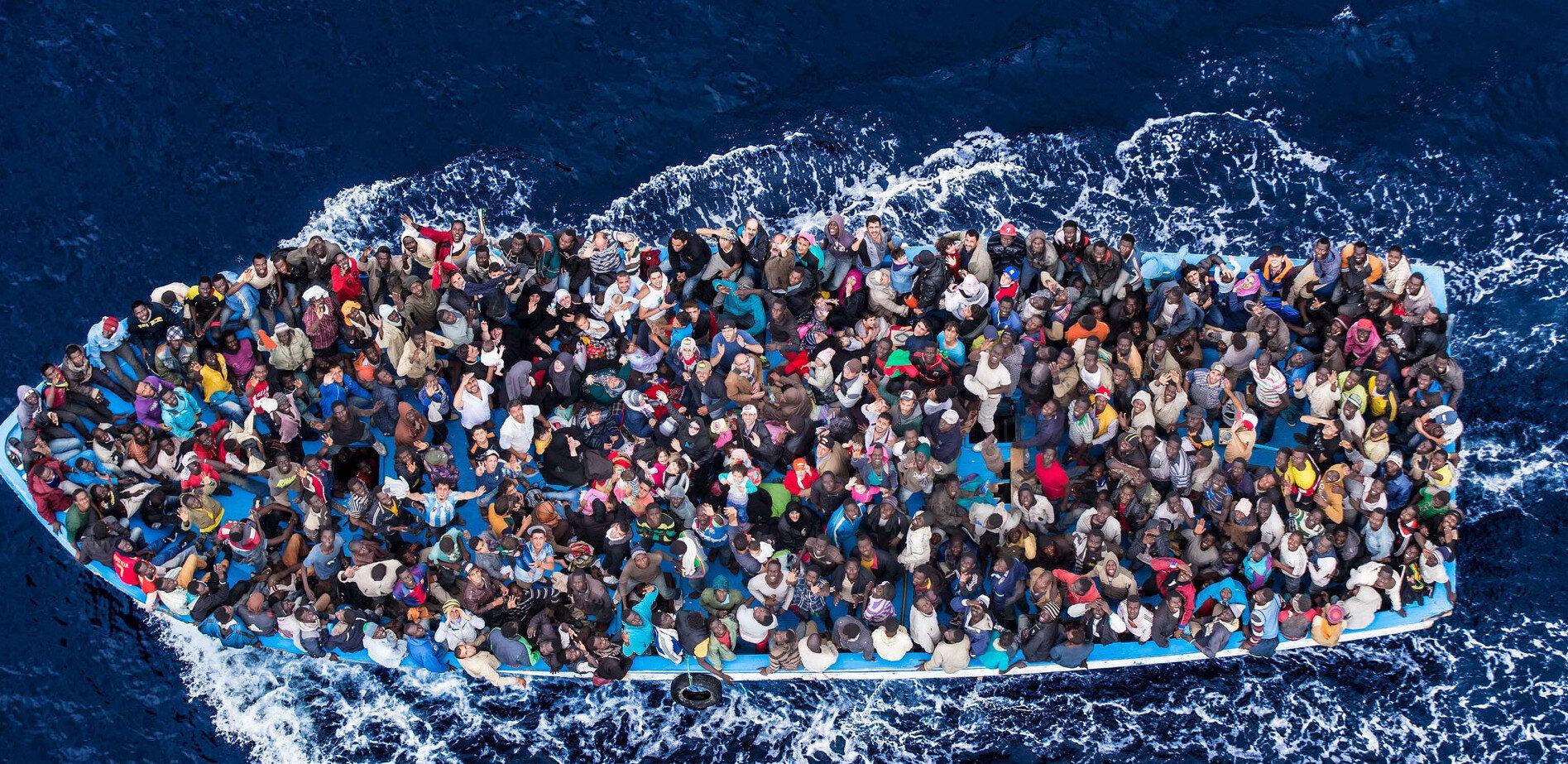 Her geçen gün dünya üzerindeki göçmen sayısı artmasına ve göçmenlerin göç yollarında karşılaştıkları hayati sıkıntılar artmasına rağmen, ABD'nin de içinde olduğu bazı ülkeler güvenlik politikalarına uymadığı gerekçesiyle anlaşmayı imzalamaktan kaçınıyor.