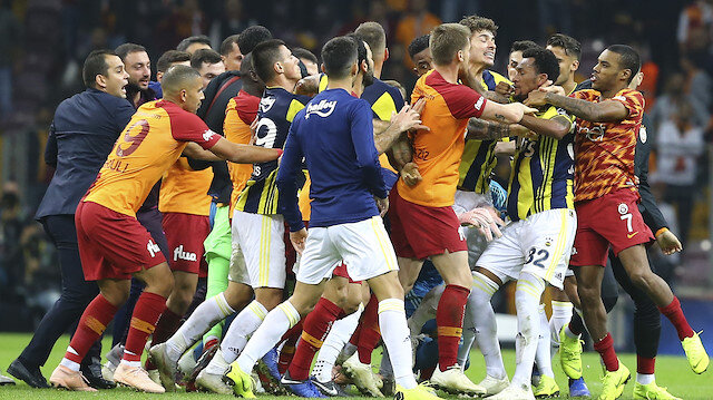 Derbinin son düğünün ardından iki takım futbolcular sahanın ortasında kavga etmişti.