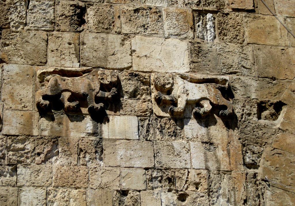 Esbât Kapısı'ndaki aslan motifleri...