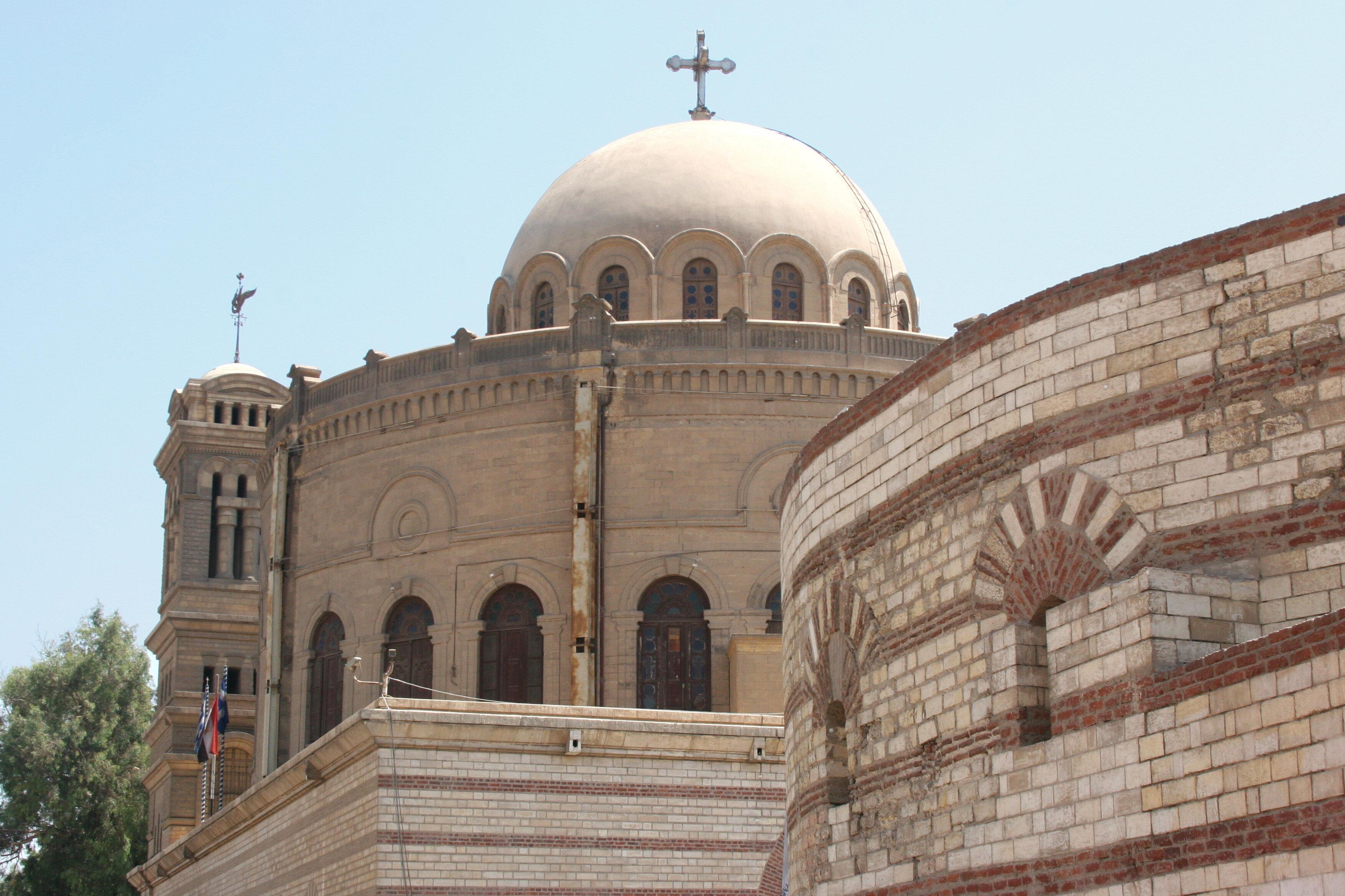 Hakim Biemrillah döneminde Kıptîlerin birçok kilisesi yıkıldı.