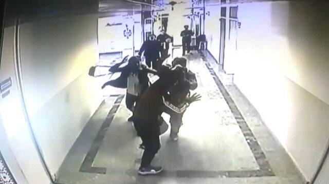 Öğrenci velisinin öğretmene silahlı saldırı anı kamerada