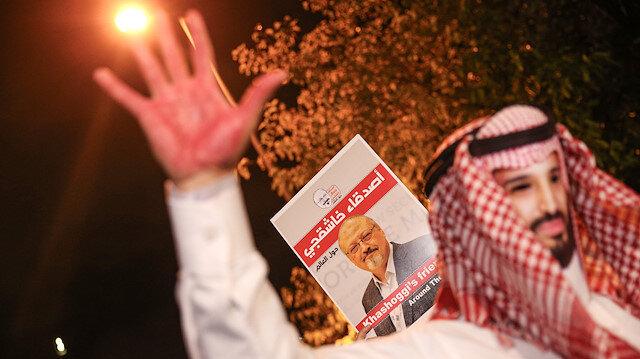Suudi Arabistan'ın İstanbul Başkonsolosluğu'nda öldürülen gazeteci Cemal Kaşıkçı'nın dünyanın birçok yerinden gelen dostları, konsolosluk önünde protesto gösterisi düzenlemişti.