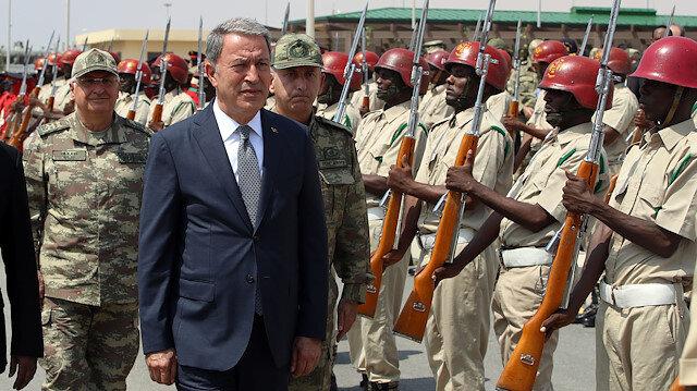 Turkish defense minister in Somalia's capital