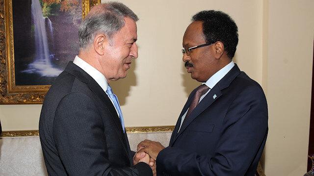 نائب رئيس الوزراء الصومالي أثناء استقبال أكار