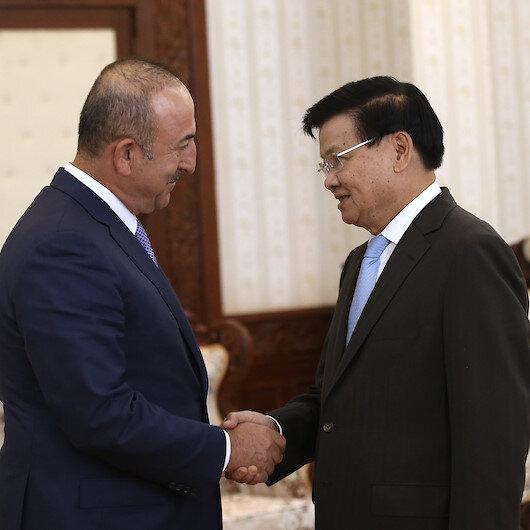 تشاووش أوغلو يلتقي رئيس وزراء لاوس