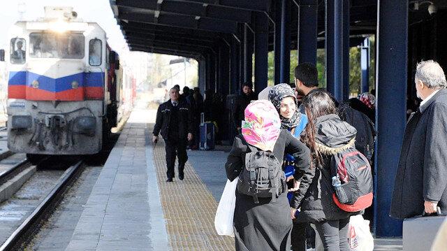 Binlerce kişi Doğu Ekspresi ile Kars'a yolculuk yapıyor.