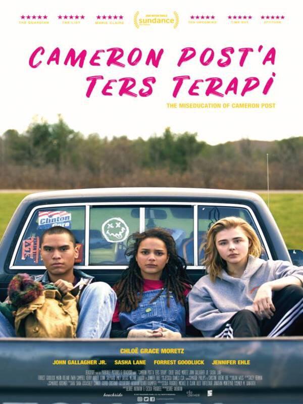 2014 tarihli Appropriate Behavior'ın yönetmeni ve yıldızı olarak tanıdığımız Desiree Akhavan'ın Emily Danforth'un romanından uyarlanan ve Sundance'te ödül kazanan filmi, özgün bir büyüme hikayesini anlatıyor.
