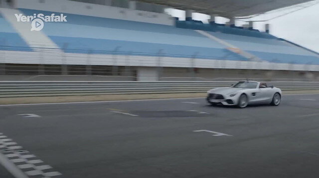 Mercedes-AMG GT Roadster, Drone'a yenildi